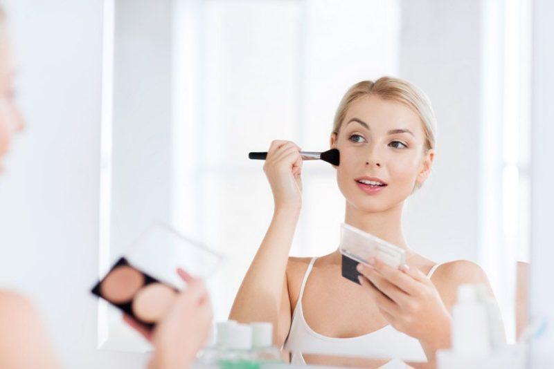 Maquillaje radiante y natural en 15 minutos: ¡mejora tu apariencia!
