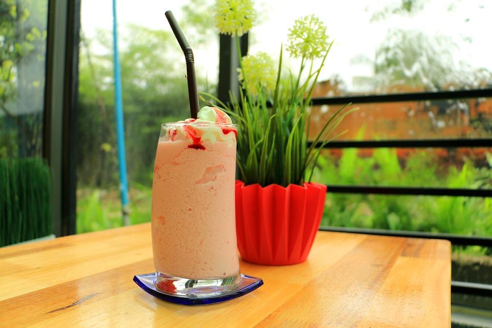 Bebida de papaya, piña y tamarindo rápida y saludable