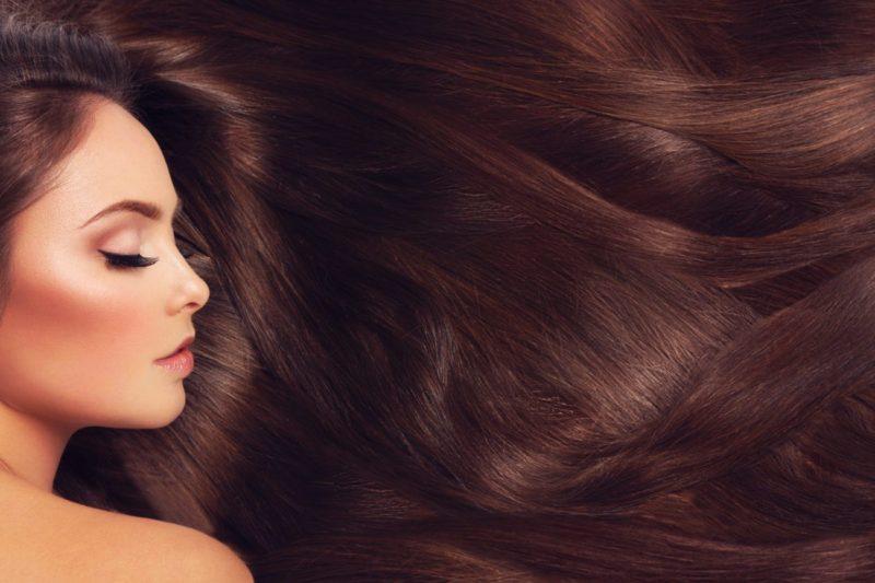 Receta casera fácil y rápida de vinagre de manzana para un cabello fabuloso